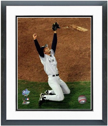 Mariano Rivera New York Yankees World Series Celebration Photo (Size: 12.5