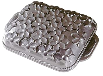 Nordic Ware Daisy Cake Pan 10 Cup