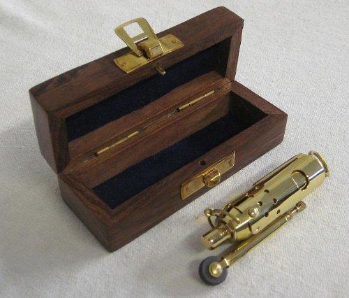 Magicaldeco Sturmfeuerzeug aus Messing mit Lederriemen in Holz Geschenkbox- Ankermotiv - Benzin