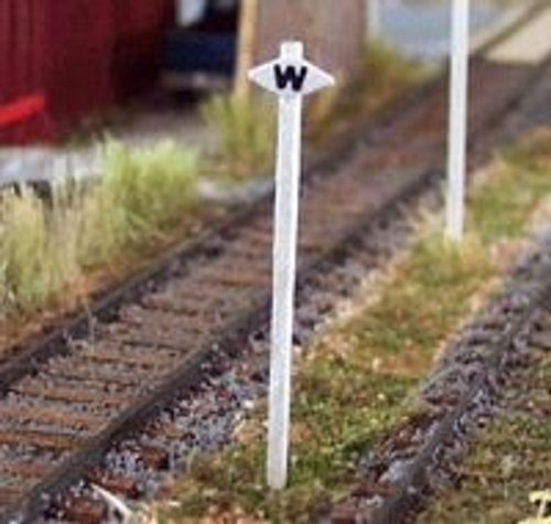 Osborn Models HO Scale * Canadian Whistle Signs * Set of 5 * EZ Assembly * New #RRA1047 (Ho Scale Whistle)