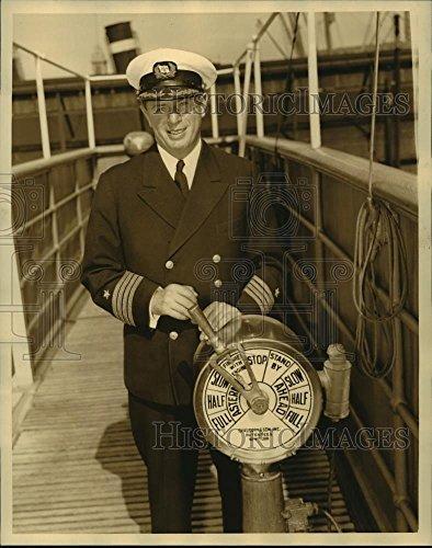 (Vintage Photos 1935 Press Photo SS President Harding & Captain Harold L Winslow - lfx01718-10.25 x 8 in. - Historic Images)