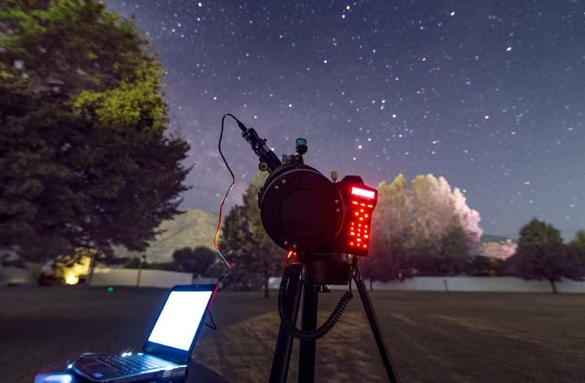 Outdoors Gift StarNavigator NG 90mm Maksutov-Cassegrain Computerized GoTo Astronomy Telescope w//AudioStar 30,000+ Object-Database /& Audio Tours MAK Meade Instruments Mount /& Tripod Included