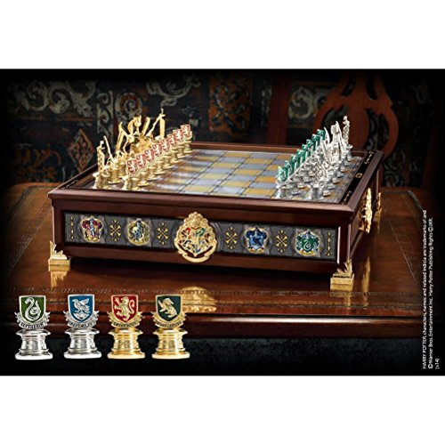 Harry Potter Chess (Noble Collection - Harry Potter - Hogwarts Houses Quidditch Chess)