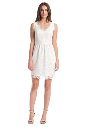 7a428f5331 Amazon.com  Shoshanna Sierra Lace Sheath Dress (8