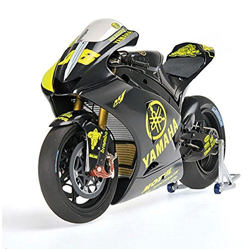 Minichamps Yamaha Yzr M1 (Yamaha YZR-M1 (Valentino Rossi - Moto GP Test Sepang 2007) Diecast Model Motorcycle)