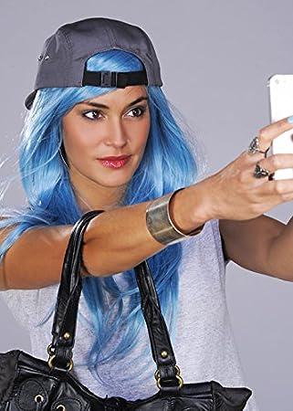 Kylie Jenner estilo peluca larga azul