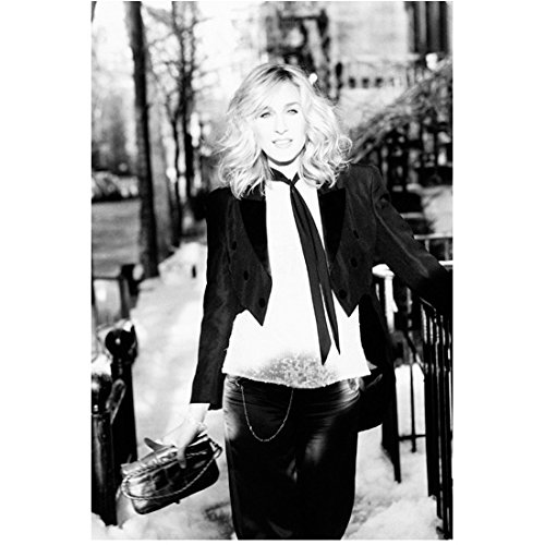 Sex and the City Sarah Jessica Parker as Carrie Bradshaw Standing Looking Lovely Black and White 8 x 10 Inch Photo ()