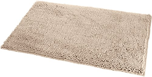 "AmazonBasics Non-Slip Microfiber Shag Bathroom Rug Mat, 21"" x 34"", Beige - Microfiber shag bath rug in Beige provides a comfortably plush place to stand and helps keep floors dry Absorbent, plush tufts across the entire surface soak up water fast; dries quickly for supreme comfort from one use to the next Non-slip backing keeps the rug securely in place, even when wet, for added safety - bathroom-linens, bathroom, bath-mats - 51EURYfkFUL -"