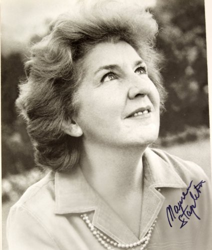 Maureen Stapleton Signed 8x10 B&W Photo - Signed in Blue - Actress - Films: Lonelyhearts / Airport / Reds / Cocoon - Rare - Collectible (Film Addicted)