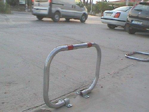 PB-2LC Parkplatzsperre mit 2 Bein und Vorh/ängeschloss