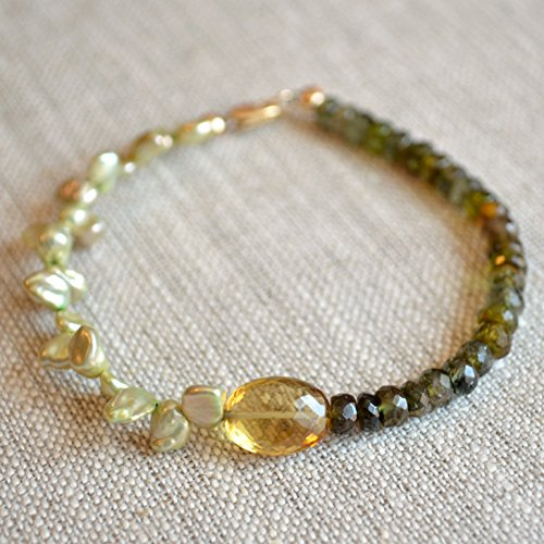 (Green Tourmaline and Keishi Pearl Beaded Bracelet )