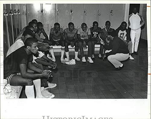(Vintage Photos 1985 Press Photo Randolph Clay HS in Ga. Basketball Coach J Williams & Team)
