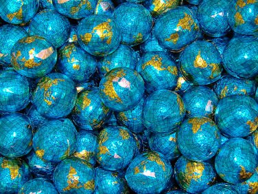 Chocolate Foil Balls World Globe (Madelaine), 5 lbs ()