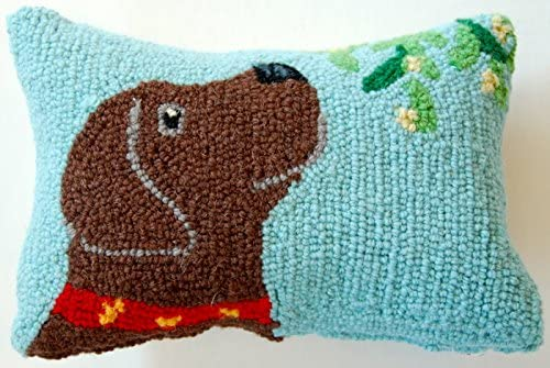 Chocolate Labrador Retriever Mistletoe Mini Hooked Pillow – 8 x 12
