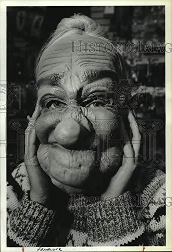 Vintage Photos 1991 Press Photo Debra Joy Models Halloween mask at Albany, NY Costume Shop]()
