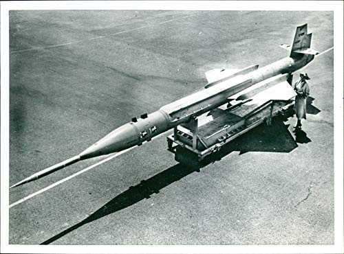 (Vintage photo of The Lockheed Martin SR-72:lockhead fighter jet.)