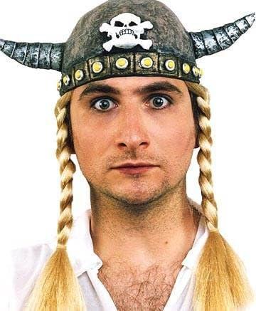 Casco de vikingo de látex con trenzas: Amazon.es: Hogar