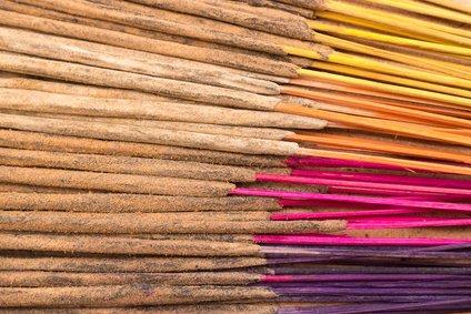 100 varitas de incienso indias hechas a mano con una mezcla aleatoria de 11 esencias diferentes