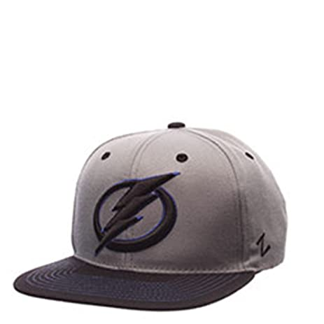 ... official store nhl tampa bay lightning circle bolt flat bill hat  adjustable gray black 90ae0 6ee3f ... 641986b62178