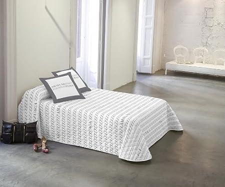 100% algodón,Ideal para los meses de entretiempo por su fino acolchado,Los cojines cuadrados que apa