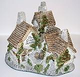 David Winter Cottages GREEN DRAGON PUB circa 1983 Village Series figurine