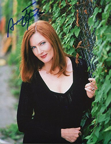 Signed 8x10 Color Movie Photo (Annette O'Toole Signed Halt & Catch Fire Smallville Cat People Color 8x10 Photo)