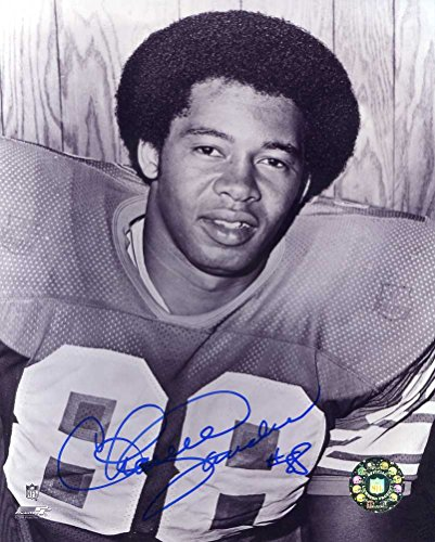 Charlie Sanders (HOF) Autographed/ Original Signed 8x10 Photo w/ the Detroit Lions - He is a Member of the NFL 1970s All-Decade - Photo 1977 B&w
