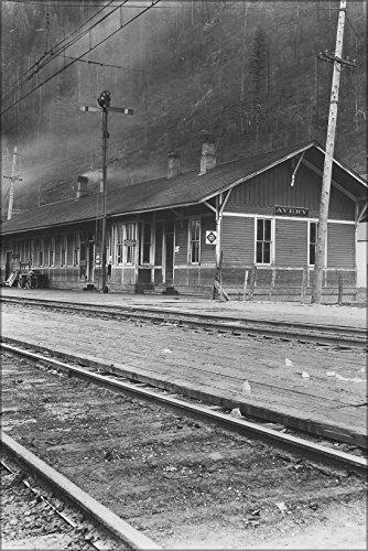 - 24x36 Poster; Avery, Idaho. Railroad Station 1915