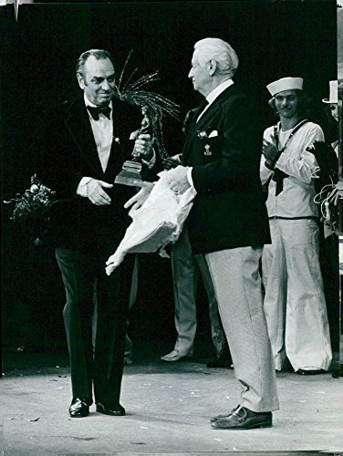 (Vintage photo of G246;sta Bernhard received this year39;s Annalisa Ericson award in the form of a statue dividend, Kar de Mumma)