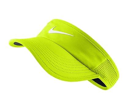 3cdccbc74c6 Amazon.com  Nike Women s NikeCourt Featherlight Tennis Visor (S M ...