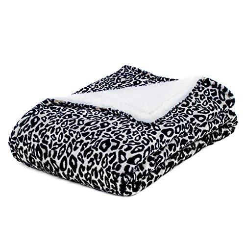 Cozy Fleece Leopard Blankets Reverse product image