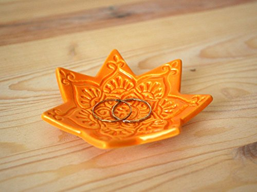 Amber Ring Dish – Handmade Yellow / Orange trinket dish with boho star pattern.