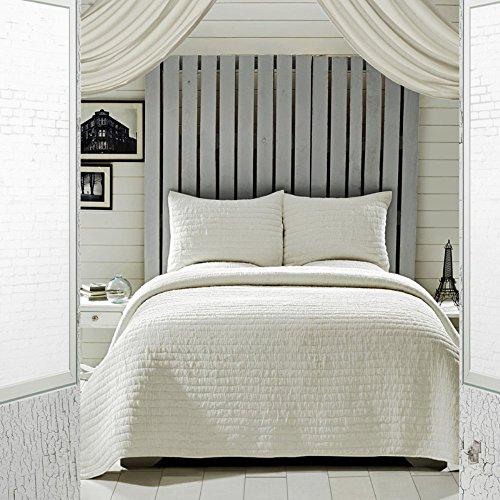 helle Creme Queen Set; 1-Quilt 90x90 w/2 Shams 21x27 (Magnolia Comforter Set)