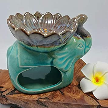 Porch and Garden Patio Classic Leaf Carving Blue Ceramic Essential Oil Burner Candle Tea Light Candle Holder Fragrance Essential Wax Burner Balcony Great Candle Lamps Decoration for Living Room