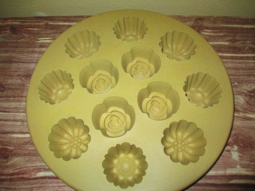 Pampered Chef Silicone Floral Cupcake Pan