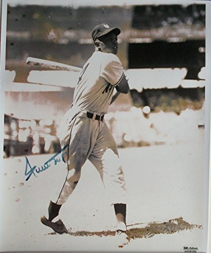 - Willie Mays Signed Autographed 11x14 Photo With SGC COA