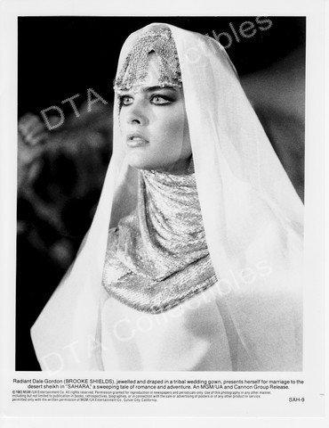 MOVIE PHOTO: SAHARA-1983-BROOKE SHIELDS-BLACK&WHITE-8x10 STILL FN (Brooke Shields Sahara With)