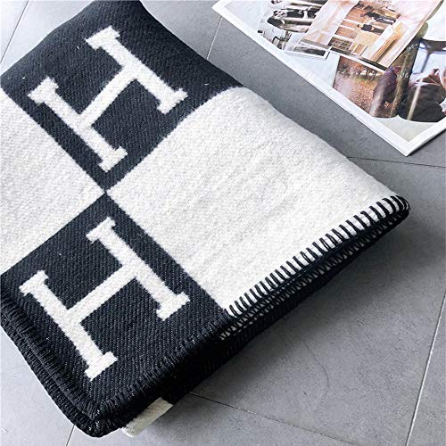Petpany Blanket Fashion Knitted Large Super Soft Flying Thread Throw Wool & Cashmere Blanket for Adults Yarn Dyed Plaid Blanket,Black,130x180cm