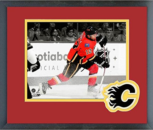- Jarome Iginla Calgary Flames NHL Spotlight Action Photo (Size: 13