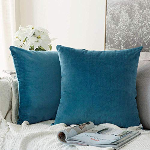 Jepeak Comfy Velvet Throw Pillow Covers, Pack of 2 Super Soft Solid Home Decorative Pillow Cases Comfortable Cushion Covers with Invisible Zipper for Sofa Couch Bed (20 x 20 inches, Peacock Blue)