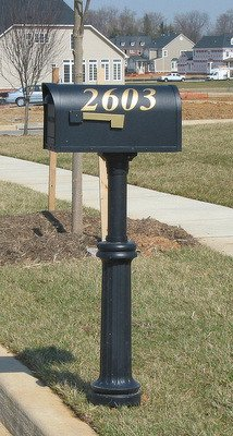 Bradford Wrap Around Base Kit & Direct Burial Mailbox Post ()