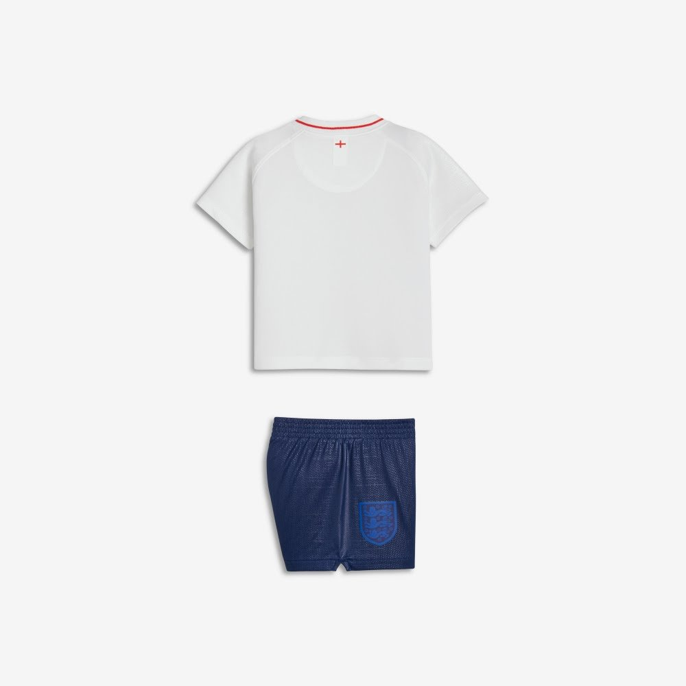 243b0ec83aa Nike 2018-2019 England Home Mini Kit  Amazon.co.uk  Sports   Outdoors