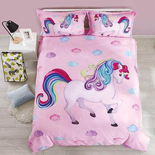 pink-duvet-spread-with-unicorn