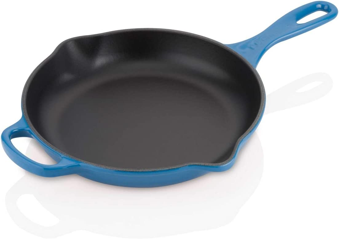 Le Creuset Signature Enamelled Cast Iron Skillet Frying Pan With Helper Handle and Two Pouring Lips, For All Hob Types and Ovens, 23 cm, Marseille Blue, 201822320