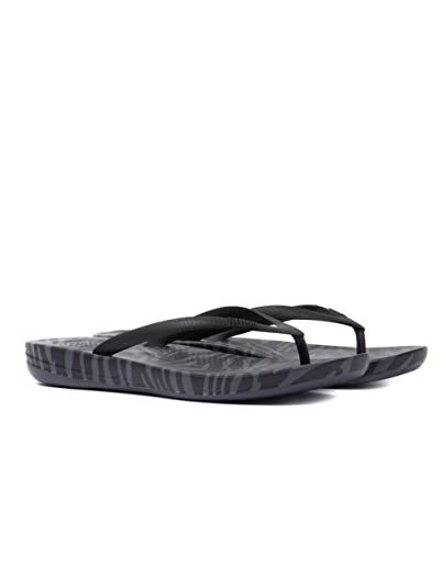 1ca55e7a3ff91 Image Unavailable. Image not available for. Color  FitFlop Women s iQushion  Ergonomic Flip Flop ...