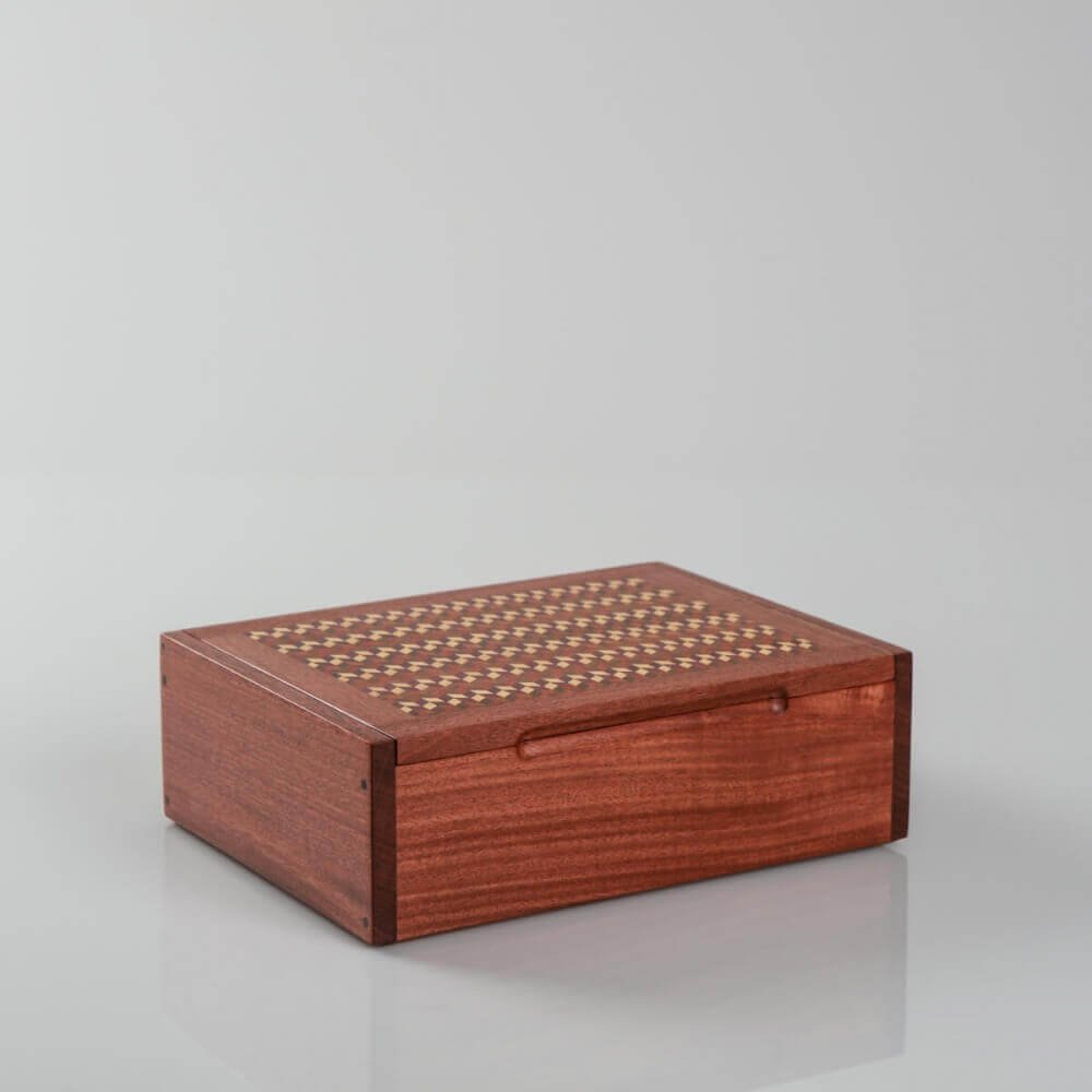 DOMINO BOX: Handmade hardwood domino box, lid decorated with cinetic cubic pattern, for gift, storage or decor H 8.7'' x W 6.3'', chesnut-wood color