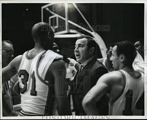 (1968 Press Photo Richie Guerin coach confers with his team during Celtics game. - Historic Images)