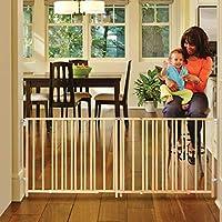 """La compuerta para bebés Swing Extra-Wide de 103 """"de North States: perfecta para espacios de gran tamaño. Sin umbral y operación con una sola mano. Montaje de hardware. Se adapta a 60"""" -103 """"de ancho (27"""" de altura, madera dura sostenible)"""