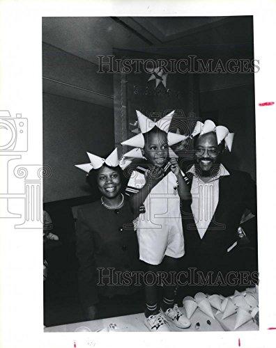 Vintage Photos 1989 Press Photo Judge Sheila Jackson Lee & Family at Children's Museum, Houston
