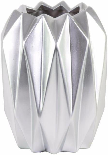 Amazon Com Benjara Tall Uneven Lip And Ribbed Body Design Silver Benzara Vases Home Kitchen